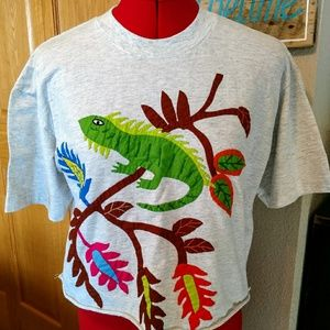 Appliqued cropped grey T shirt M lizard forest